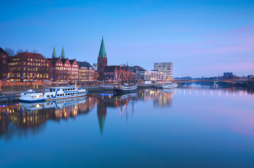 Wall Mural - beautiful sunset over river in Bremen