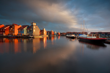 Fototapete - boats, ships and colorful buildings at Reitdiephaven