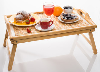 Cerca immagini colazione a letto - Colazione al letto ...