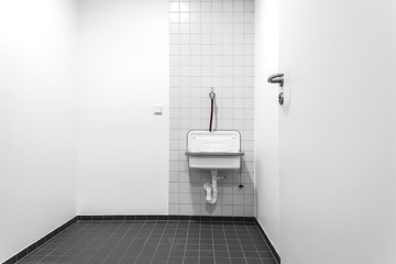kleiner Raum mit Waschbecken