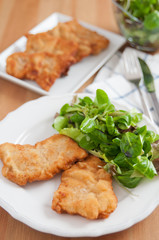 Wiener Schnitzel mit Salat