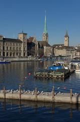 Vista del fiume Limmat a Zurigo, Svizzera.