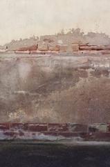 Wall Mural - Marode Fassade mit Buntsandsteinsockel