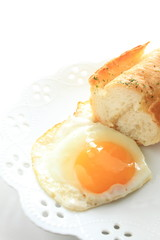 french bread and sunng side up egg