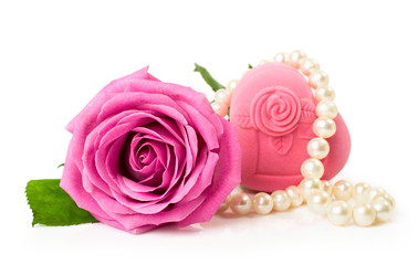 Rose with gift box and a string of pearls