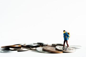 硬貨の上を歩く冒険者