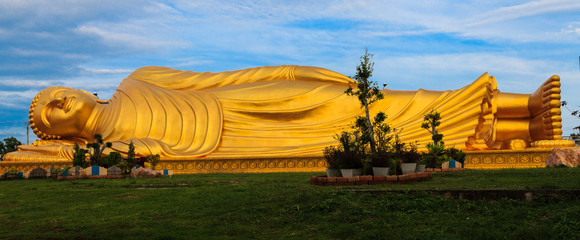 Reclining Buddha with blue sky.
