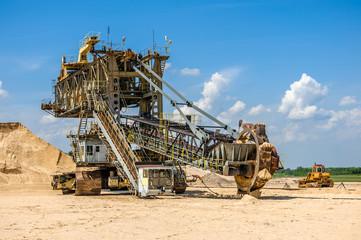 Koparka w kopalni piasku