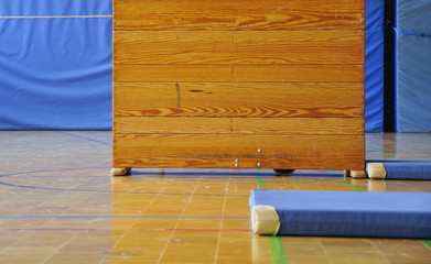 Sportunterricht Turnen Schulsport Kasten