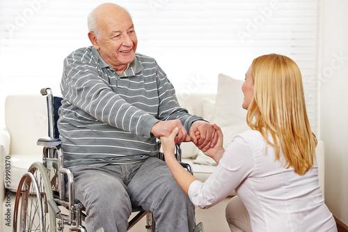 Уход за престарелыми достигшими 80 лет