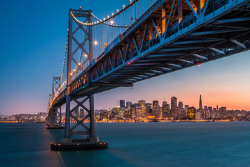 Poster de jardin San Francisco San Francisco skyline framed by the Bay Bridge at sunset