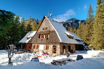 Fototapete - Shelter in Polish Tatra mountains