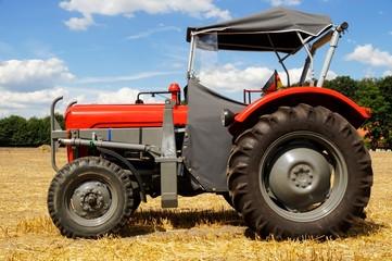 Oldtimer -alter MF Traktor