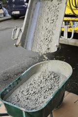 bétonneuse déchargeant beton