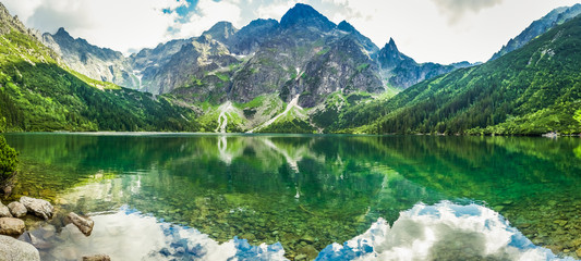 Poster de jardin Photos panoramiques Crystal Lake in the rocky mountains
