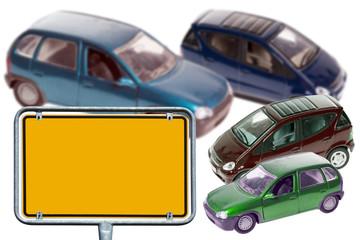 Autos und leeres Schild