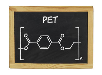chemische Strukturformel von PET auf einer Schiefertafel