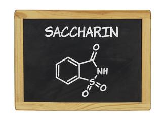 chemische Strukturformel von Saccharin auf einer Schiefertafel