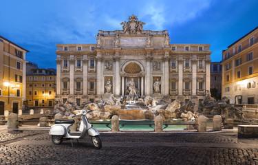 Foto op Plexiglas Rome scooter prés de la Fontaine de trevi Rome
