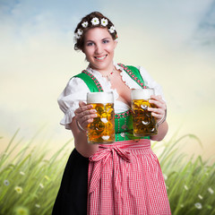 junge Frau im Dirndl vor Sommerwiese