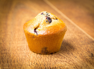 Fototapete - Blueberry muffins isolated on wood table