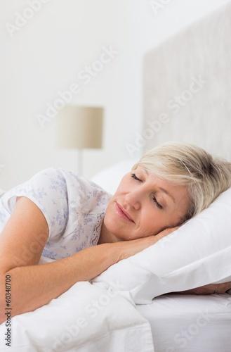 251Зрелые женщина в постели видео