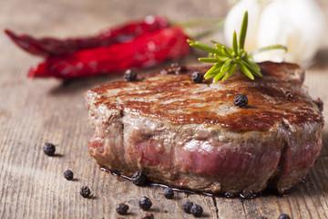 Steak vom Grill mit Pfefferkörnern