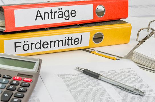 Aktenordner mit der Beschriftung Anträge und Fördermittel