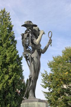"Bronze sculpture ""Death and the Maiden"""