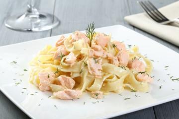 pasta linguine con salmone