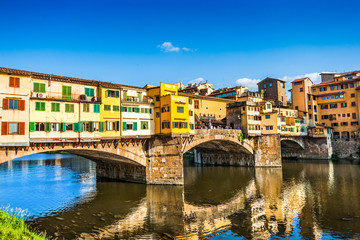 Ponte Vecchio with river Arno at sunset in Florence, Italy Fototapete