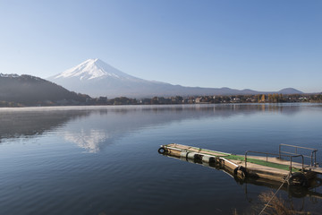 Fujiyama mountain and lake in autumn seanson