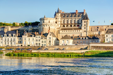 Fotomurales - Chateau d'Amboise on the river Loire, France