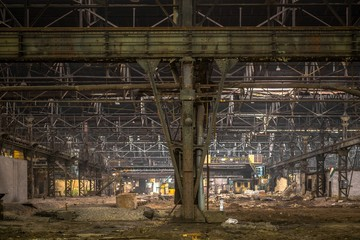 Fototapete - Large empty hall with concrete walls