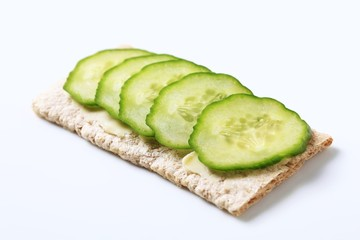 Crisp bread with fresh cucumber