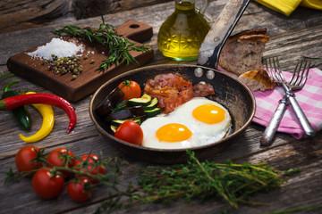 Fond de hotte en verre imprimé Ouf Bacon, eggs and vegetables