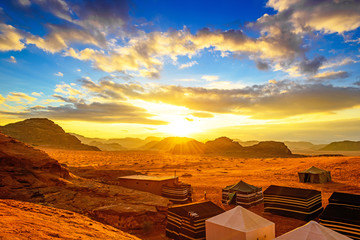 Poster de jardin Desert de sable Scenic desert in Wadi Rum, Jordan at sunset.