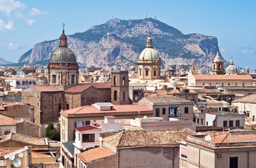Foto auf Acrylglas Palermo View of Palermo with old houses and monuments