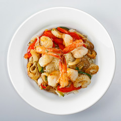 Seafood noodles with vegetables