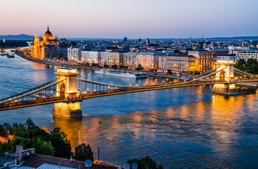 Keuken foto achterwand Boedapest Chain Bridge and Danube River, night in Budapest