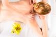 Frau bei Massage in einem Wellness Spa