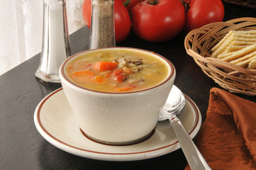 Chicken rice soup with crackers