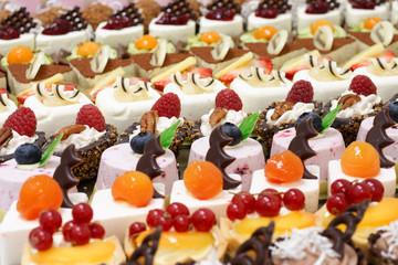Foto auf Acrylglas Desserts Many small desserts close together
