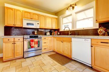 Light tones wood kitchen with brick backsplash design