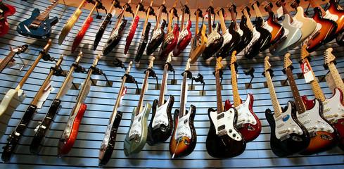 Spoed Foto op Canvas Muziekwinkel Guitars For Sale