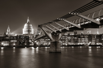 Fototapete - Millennium Bridge and St Pauls