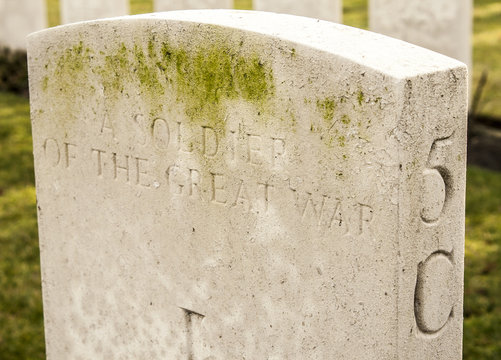 a soldier of the great war in flanders fields