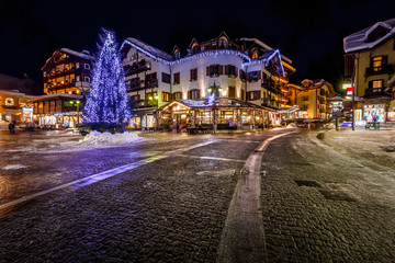 Fototapete - Illuminated Central Square of Madonna di Campiglio in the Evenin