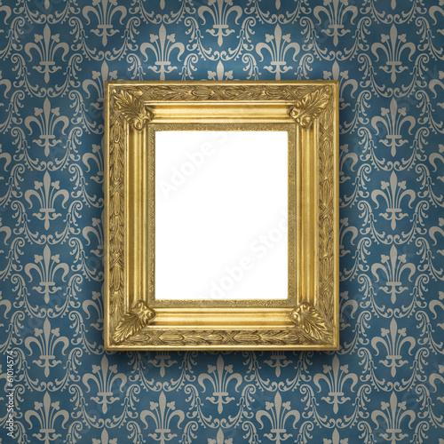 goldener bilderrahmen vor blauer tapete stockfotos und lizenzfreie bilder auf. Black Bedroom Furniture Sets. Home Design Ideas