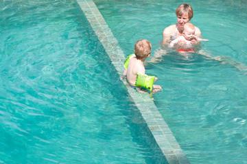 schwimmen lernen im Pool